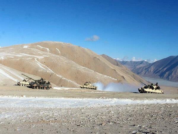 भारतीय सेना शताब्दी के लिए अपना रास्ता तय करती हुई