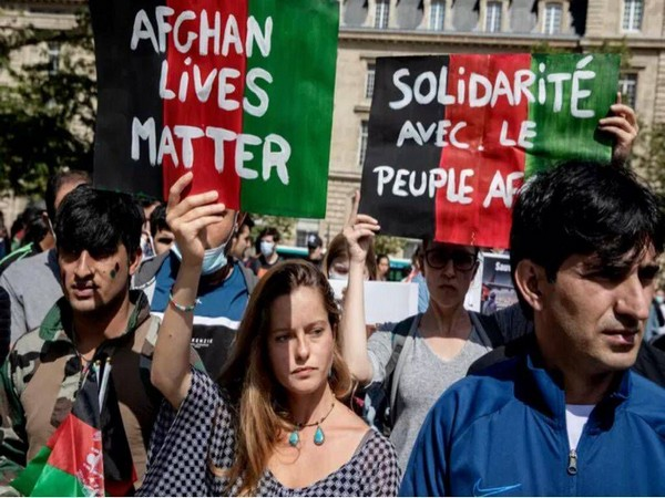 Hundreds rally in Paris in support of Afghans, urge Macron to open humanitarian corridors