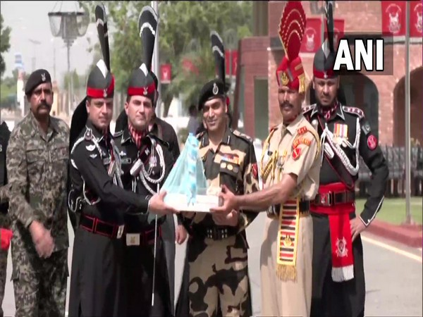 Pakistan Independence Day: Rangers, BSF exchange sweets at Attari-Wagah border