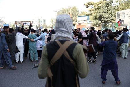 Taliban fire at protesters in Kabul – Video Report